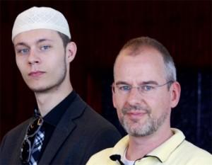 Hijo de ex político islamófobo holandés se convierte al Islam