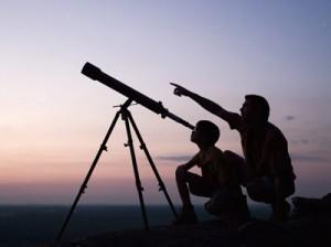 Pero tal y como la fe puede encontrar inspiración en la ciencia la ciencia puede encontrar inspiración en la fe.