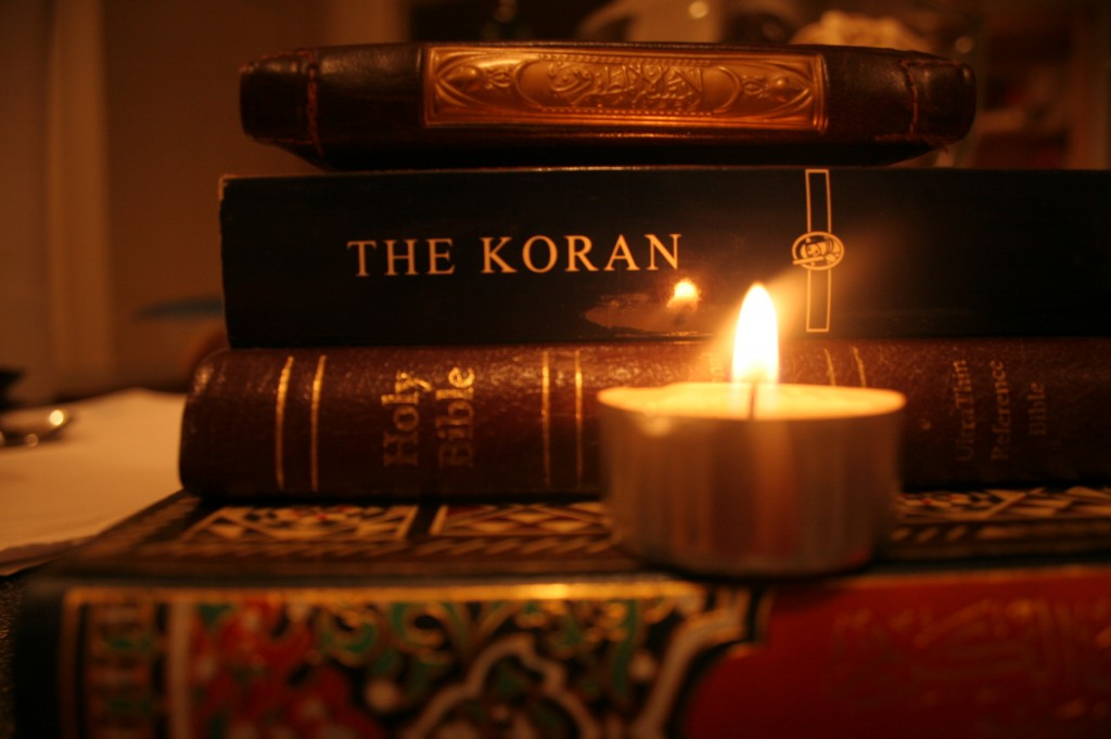En el Corán y la Sunna podemos encontrar muchas cosas similares a las que encontramos en el la Biblia