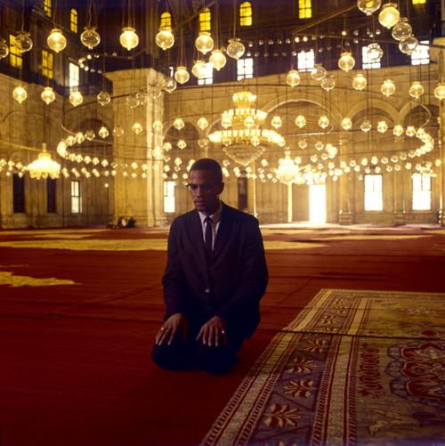 """Malcolm X: """"América necesita entender el Islam, porque esta es la única religión que borra de su sociedad el problema del racismo""""."""