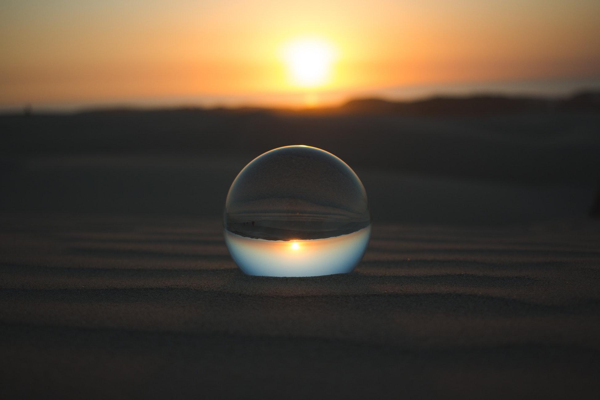 Los que se propone es que una explicación científica de los milagros y la física cuántica desde una perspectiva del principio de incertidumbre de Heisenberg es perfectamente posible