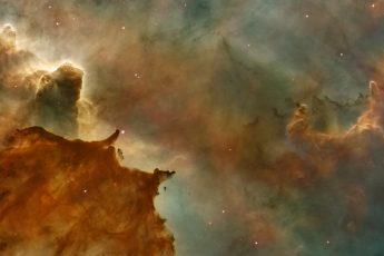 La necesidad de la existencia de Dios en cuatro razonamientos lógicos
