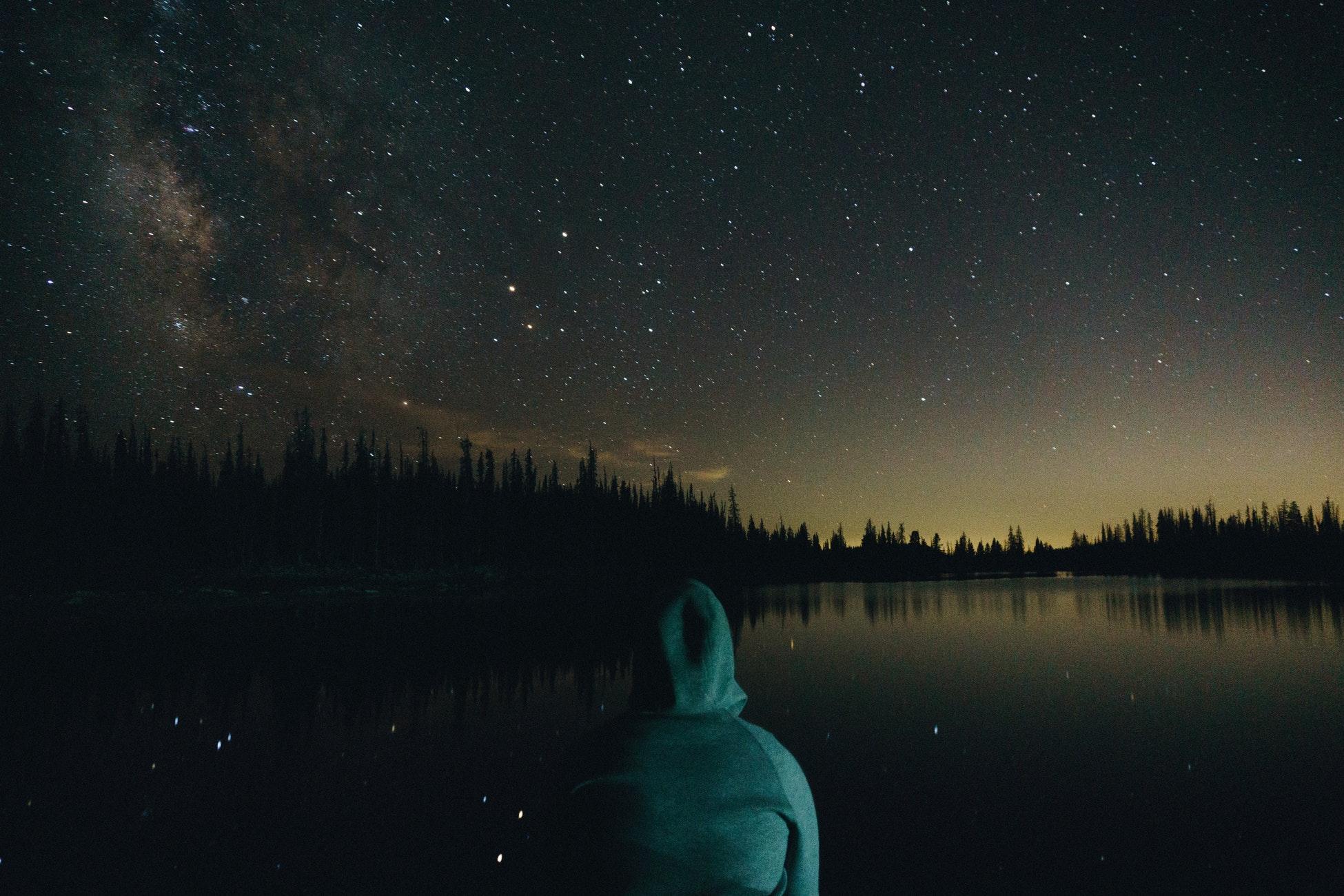 Para encontrar el propósito de la vida hemos de responder a ciertas preguntas como ¿existe un creador? o ¿por qué estamos aquí?