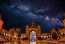 Para el musulmán, cada acto de su vida puede ser una forma de adoración, y, por tanto, cada lugar en el universo una mezquita.