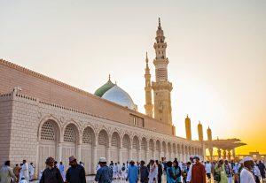 La política en el Islam tiene como objetivo guiar a las personas hacia el bien y abstenerse del mal. La integridad, la honestidad y la confianza son enseñanzas políticas del Profeta Muhammad.