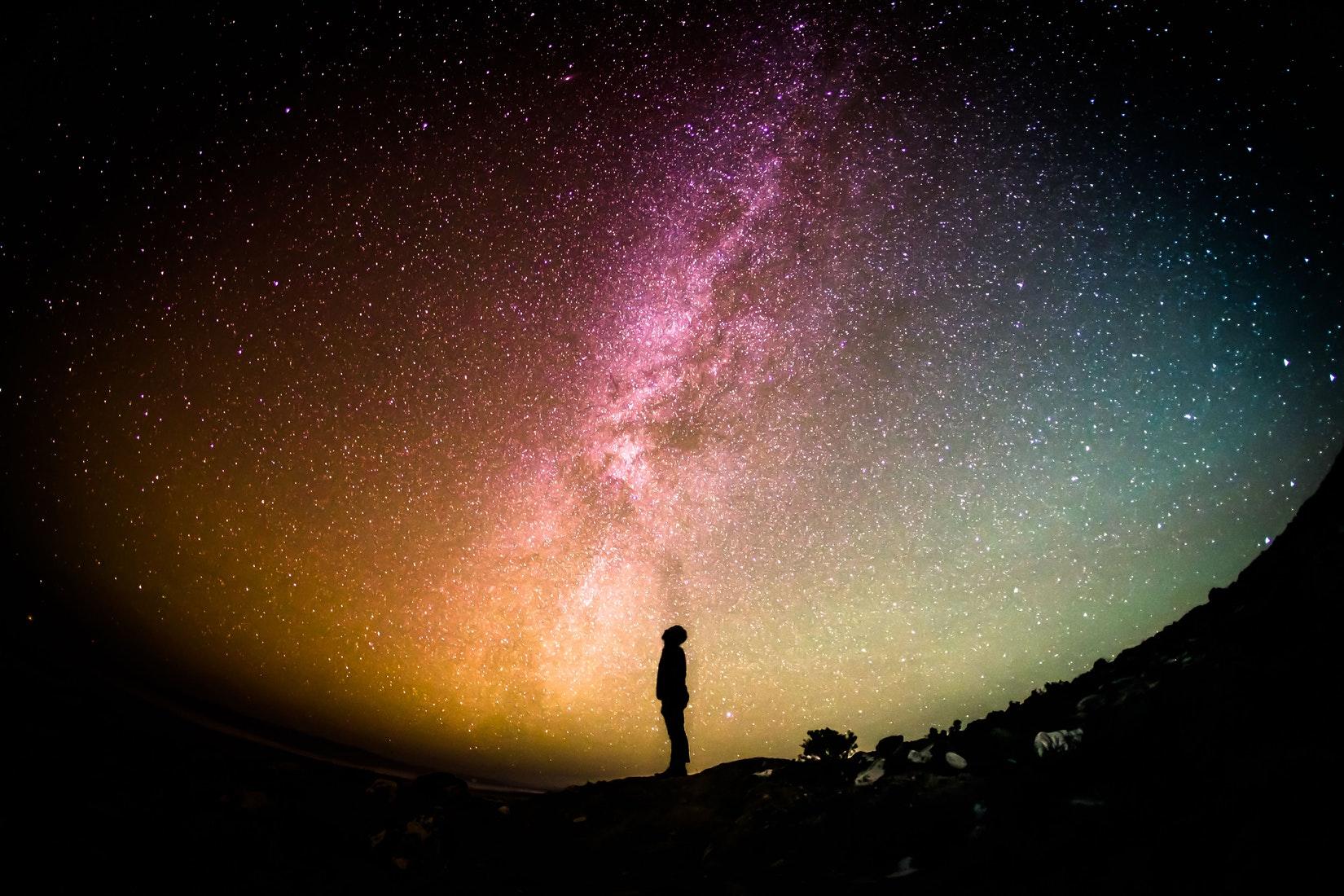 Un argumento para la existencia de Dios basado en el Corán contempla que no hay razón para negar Su existencia, sino que las hay para afirmarla.