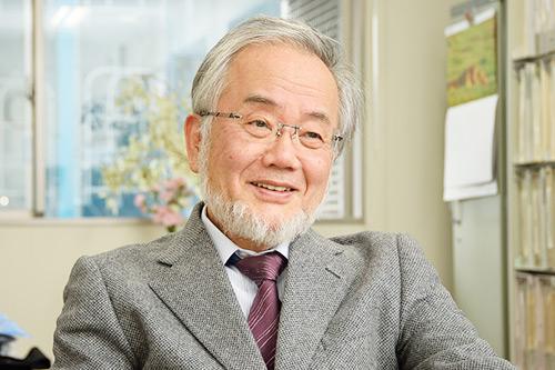 El Dr. Yoshinori Ohsumi, un científico japonés, gana el Premio Nobel por demostrar beneficios del ayuno a través de la autofagia, proceso natural por el cual el cuerpo degrada y recicla las células, proteínas y toxinas dañadas.